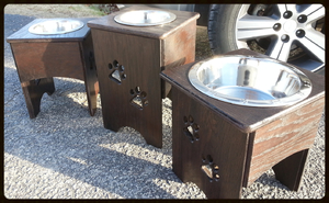 Single dog feeder stands